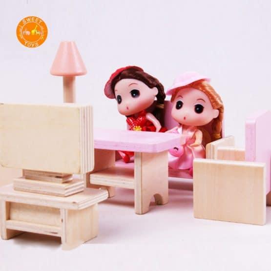 casuta papusi din lemn cu mobilier roz8