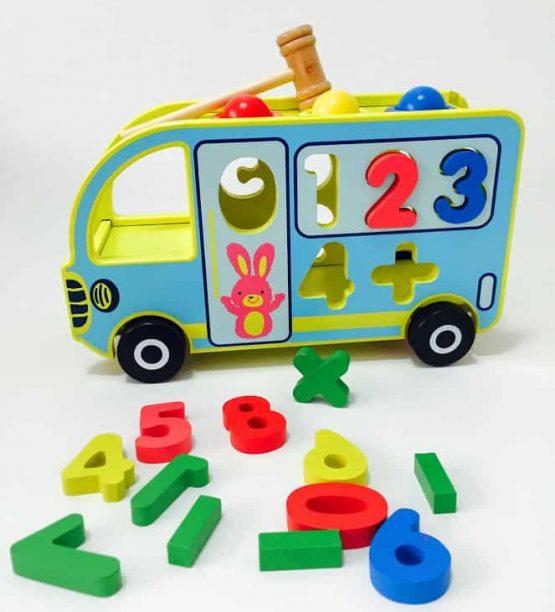 autobuz din lemn jucarie multifunctionala ciocanel cifre cu roti4 555x612 1