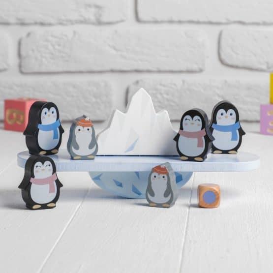 balanta din lemn pinguini