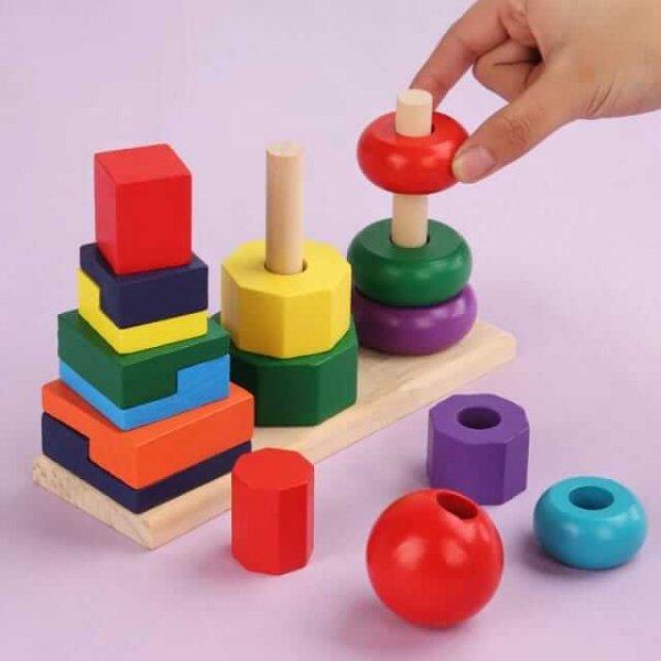joc de stivuit din lemn